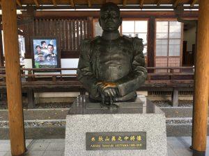 秋山真之の銅像