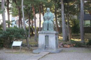 松平春嶽の銅像