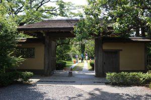旧吉田茂邸・かぶと門